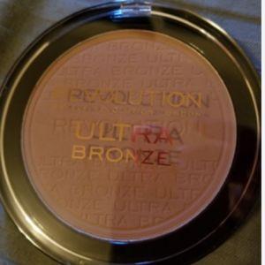 Makeup Revolution Makeup - Makeup Obsession Cool Down Pallet and Bronzer